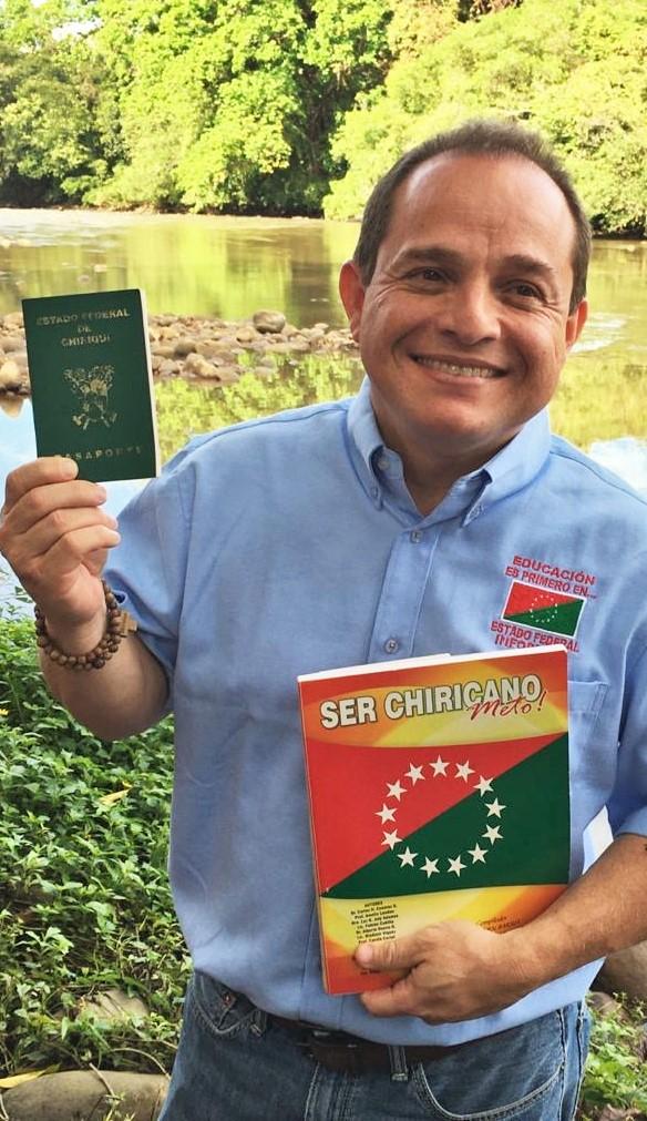 Pasaporte Chiricano al Director Nacional de Infoplazas, Ing. Luis Cisneros Saenz.
